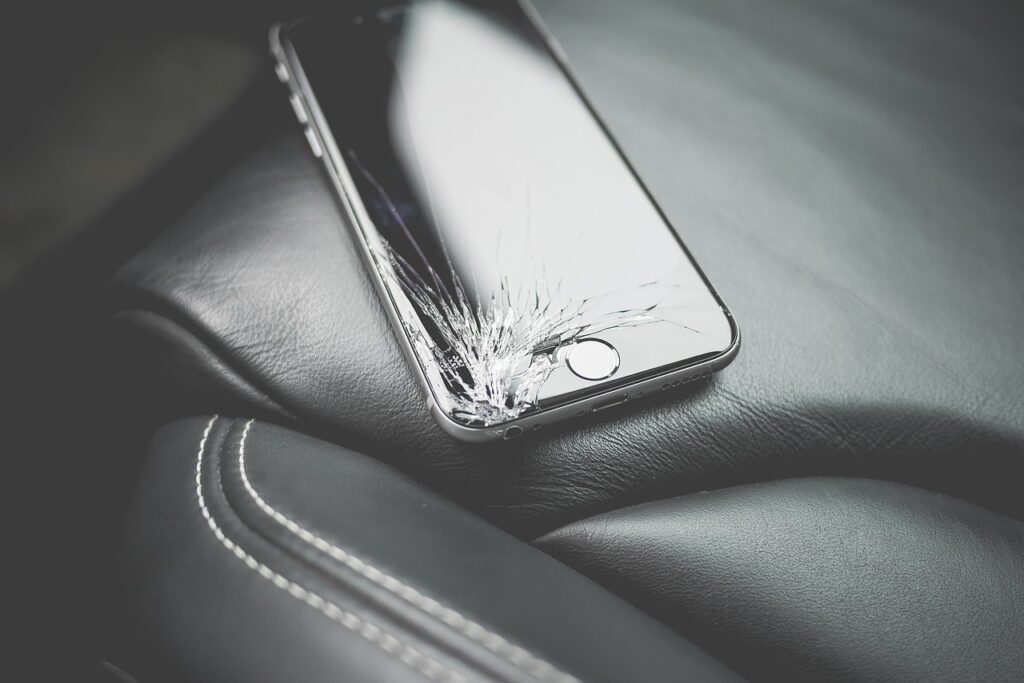 We Just Got Closer to Smartphone Screens That Can 'Heal' Their Own Cracks