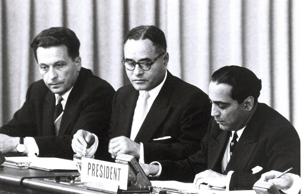 Bhabha (right) at the International Conference on the Peaceful Uses of Atomic Energy in Geneva